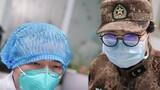 1月26日,陆军军医大学医疗队成员与武汉市金银潭医院医护人员进行工作交接。新华社记者 程敏 摄