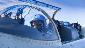 海军航空大学某团数架战鹰冲天砺剑