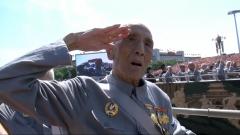 不忘英雄 致敬老兵