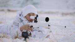 特战队员雪地狙击 高难度比拼考验真本领