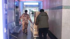 【直通疫情防控一线】武汉:忙碌在医院内外的父子兵