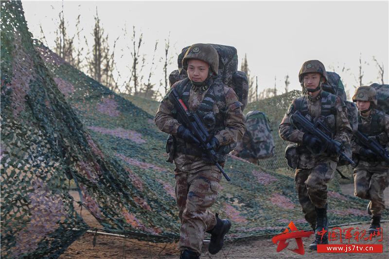 旅根据《军队基层建设纲要》新变化从严抓好战备演练