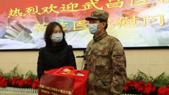 【打贏疫情防控阻擊戰】 武漢:為抗疫一線軍隊人員家屬送去關懷愛心