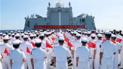 """海军第三十三批护航编队组织""""向祖国报告""""仪式"""