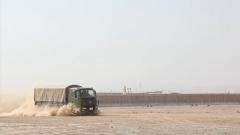 武警新疆总队机动第五支队:汽车兵强化训练 驾驶修理两手抓