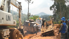 刚果(金):我维和工兵分队修复重要道路