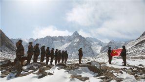 海拔4900米,巡逻兵与冰河相伴