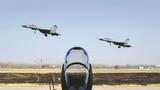双机编队起飞,开展空战对抗训练。