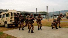 陆军第77集团军某旅开展多课目连贯综合战术演练