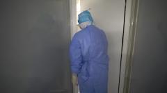 """第一个走进""""红区"""" 毛青为其他医护人员建立抗疫信心"""