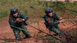 近日,武警广西总队玉林支队坚持防疫练兵两不误,在全力做好疫情防控工作的同时,根据军事训练大纲的要求组织特战队员开展实战化军事训练,进一步提升特战队员在复杂环境下的应急处置能力和协同作战水平。图为特战队员正在进行山地攀登训练。