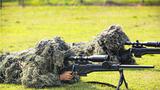 狙击手进行卧姿狙击训练