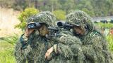 狙击手相互协作观察目标