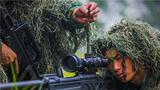 狙击手进行专注训练