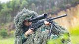 狙击手进行狙击仰姿训练