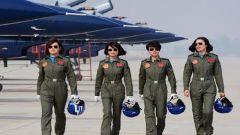 向战而飞,空军11名女飞行学员首次使用跑道标志灯着陆