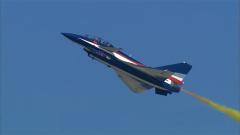 """殲-10""""空中慢步"""":戰斗機最小速度之極限慢飛"""