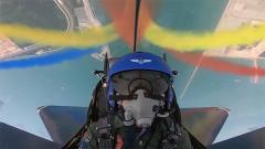 中国空军八一飞行表演队:穿云破雨 劲舞苍穹