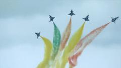 """飛行角度精準場面絕美:殲-10""""五機向上開花"""""""