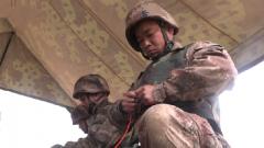 陆军第73集团军某合成旅:模拟真实战场 提高官兵破障能力