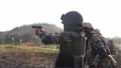 """""""金龙-2020""""中柬联训:两军配合 圆满完成第一次实弹射击"""