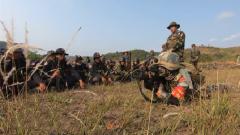 """【""""金龙-2020""""中柬两军联合训练】两军官兵共同配合完成第一次实弹射击"""