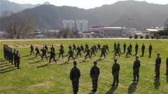 火箭军某旅:新兵入列 接过钢枪融入战位