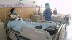 """【一线抗疫群英谱】护士长李晓莉:病房里的""""东风快递"""""""
