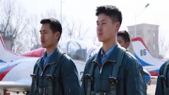 既是飞行员也是乐队主唱 清华和空军联合培养的学霸不一般
