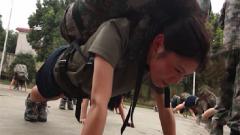 肯吃苦 不服输 瘦弱女兵狂练体能努力成为优秀坦克兵