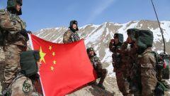 翻越雪山達坂,帕米爾高原海拔4000多米的邊防巡邏路