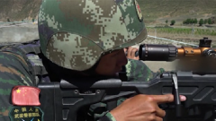 """营救行动开始 特战队员刁钻角度狙击命中""""恐怖分子"""""""
