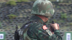 紧贴实战 特战队员消尽体能后进行记忆识别射击
