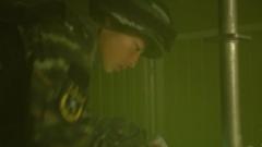 """浓烟滚滚 异响不断 特战队员的情报收集训练在""""铁笼密室""""中进行"""