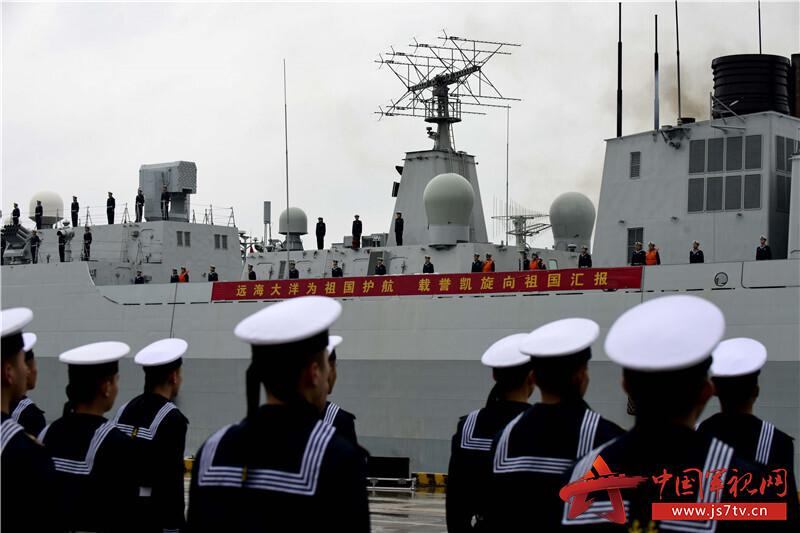 远海大洋为祖国护航,载誉凯旋向祖国汇报。来永雷摄 (2)