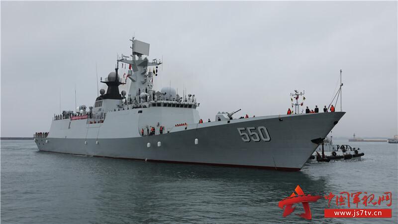 导弹护卫舰潍坊舰驶抵青岛某军港。秦慧鹏摄影