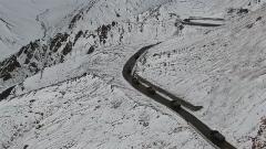 """海拔4900米!爬上麻扎達坂感受""""化雨為雪"""""""