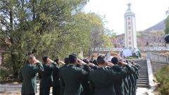 陸軍川藏兵站部巴塘大站開展清明節祭奠掃墓活動
