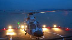 海軍艦載直升機新飛行員跨晝夜著艦訓練