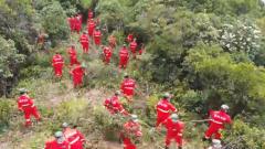 云南大理賓川山火蔓延 陸軍第75集團軍某旅官兵緊急馳援