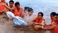 再忆1998年抗洪抢险 血肉之躯铸就人墙堤坝