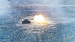 大漠戈壁 坦克实弹射击炮声震天