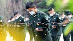 陆军第71集团军某旅组织活动缅怀先烈悼念同胞