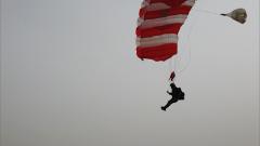 新疆军区某特战旅武装跳伞训练