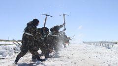 海拔5000多米,武警官兵昼夜破冰除雪保畅通