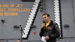 解除航母舰长职务引风波 美代理海军部长辞职