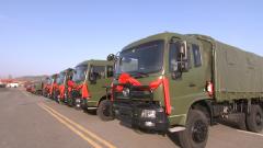 【第一军视】战车列阵 马达轰鸣 火箭军28台新型战车正式入列
