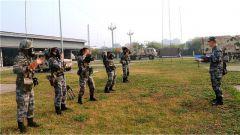 陆军第77集团军某旅组织官兵进行阶段训练抽考