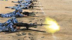 海军陆战队某旅开展重机枪实弹射击考核