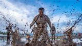 4月22日,武警新疆总队某支队紧贴任务实际,从难从严组织官兵围绕泥潭摔擒、搏击对抗、极限体能等课目进行强化训练,进一步增强官兵的体能素质和军事技能,磨砺军人的血性虎气。